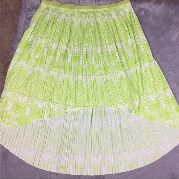 American Eagle Outfitters Dresses & Skirts - American Eagle high-low pleated green skirt XL